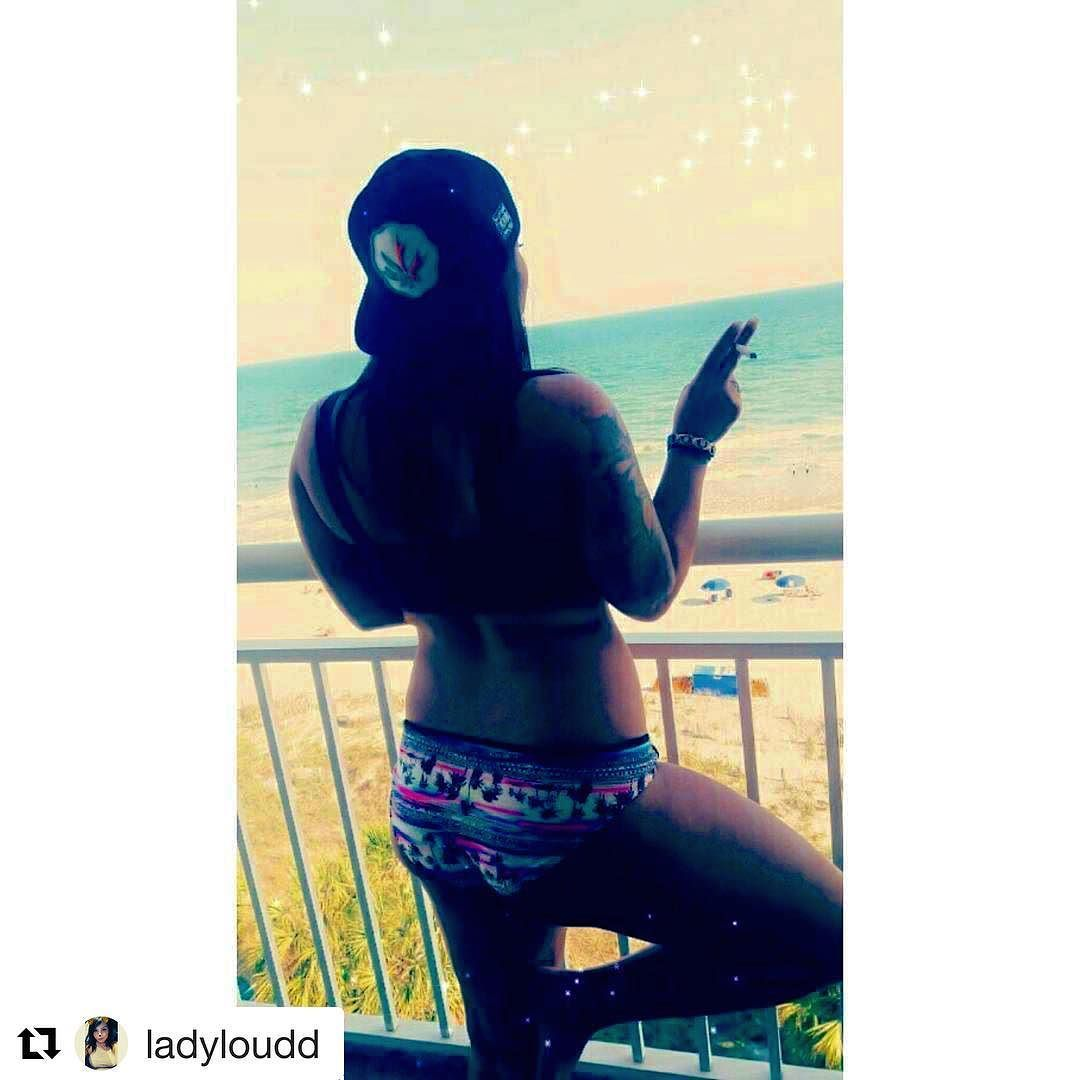 """@ladyloudd with @repostapp  """"Shawty bad as hell and she all about the lettuce Waist line small I'm like what you ate for breakfast?"""" Blaze YOUR own trail & tag us in you pics and we will repost #piecemakergear.com #piecemaker #BlazeYourOwnTrail #siliconewaterpipe #thc #ganja #420 #budtender #weedweek #maryjane #marijuana #siliconebongs #シュプリーム #siliconebong #dabbing #weedsociety #quickstrike #smokeweedeveryday #supremebusiness #bong #710  #cannabis #stonernation @piecemakergearaustralia ."""