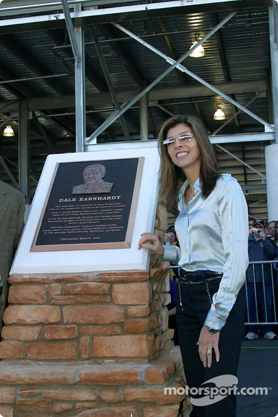 Teresa Earnhardt Remarried Presentation Of The Dale Earnhardt Memorial Teresa Earnhardt Teresa Earnhardt Dale Earnhardt Nascar Racing In late 2006, earnhardt hired amusement executive max siegel as president of international businesses to assist. teresa earnhardt dale earnhardt