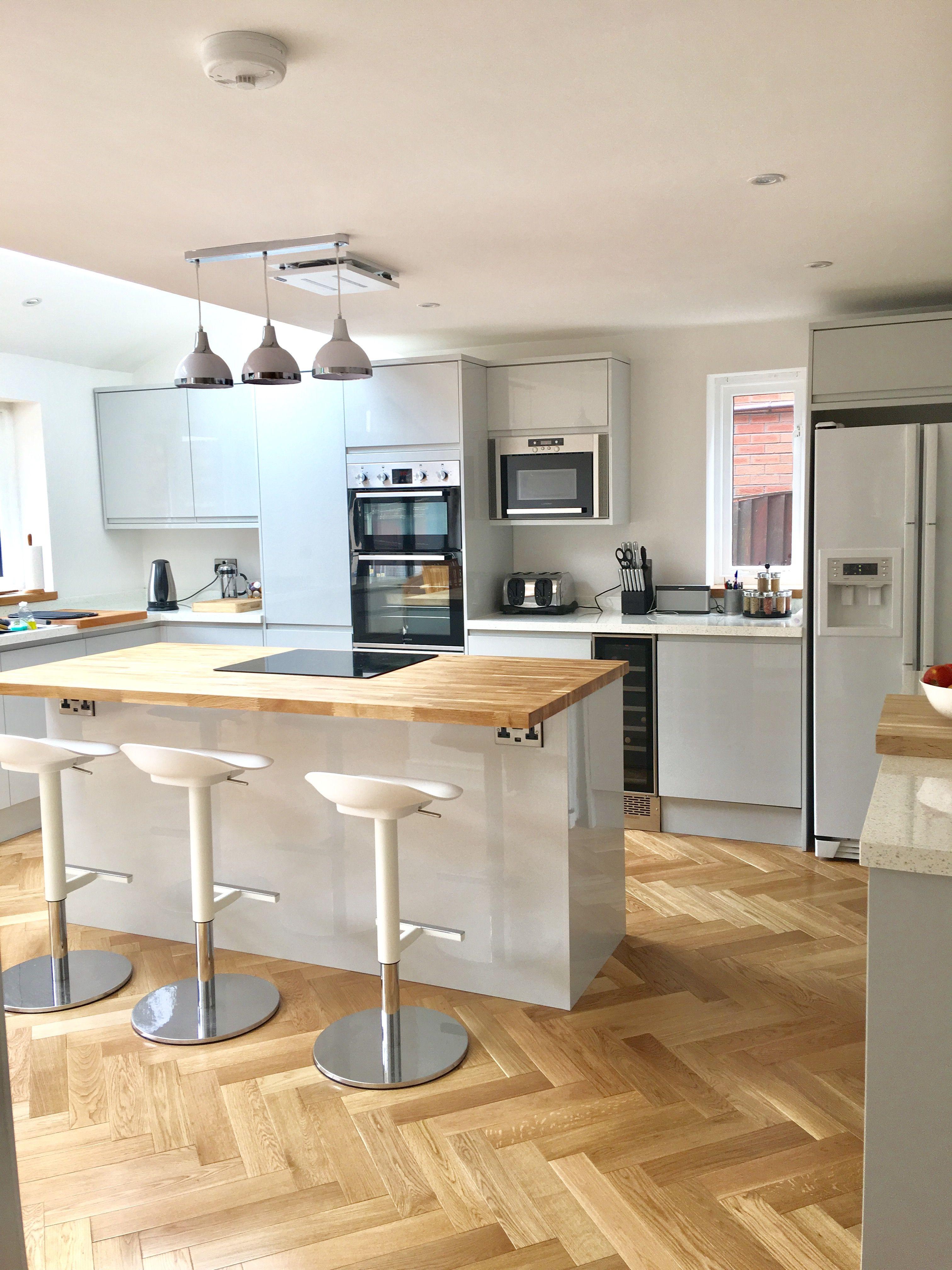 Chertwell Dove grey gloss Howdens Farmhouse kitchen