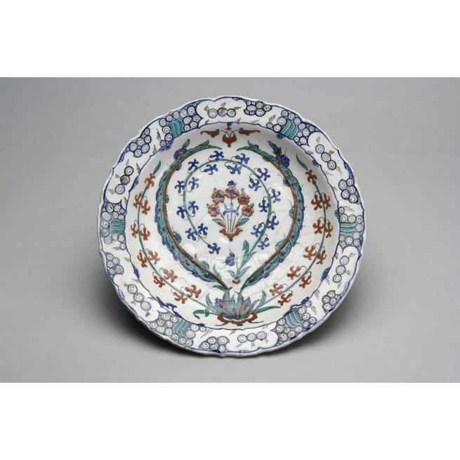 Date: ca. 1570-1575 Culture: Turkey (Iznik) Dimensions: Diameter: 13 in. (33cm) Medium: Stonepaste; underglaze-painted over a slip coating Credit Line Courtesy of the Doris Duke Foundation for Islamic Art