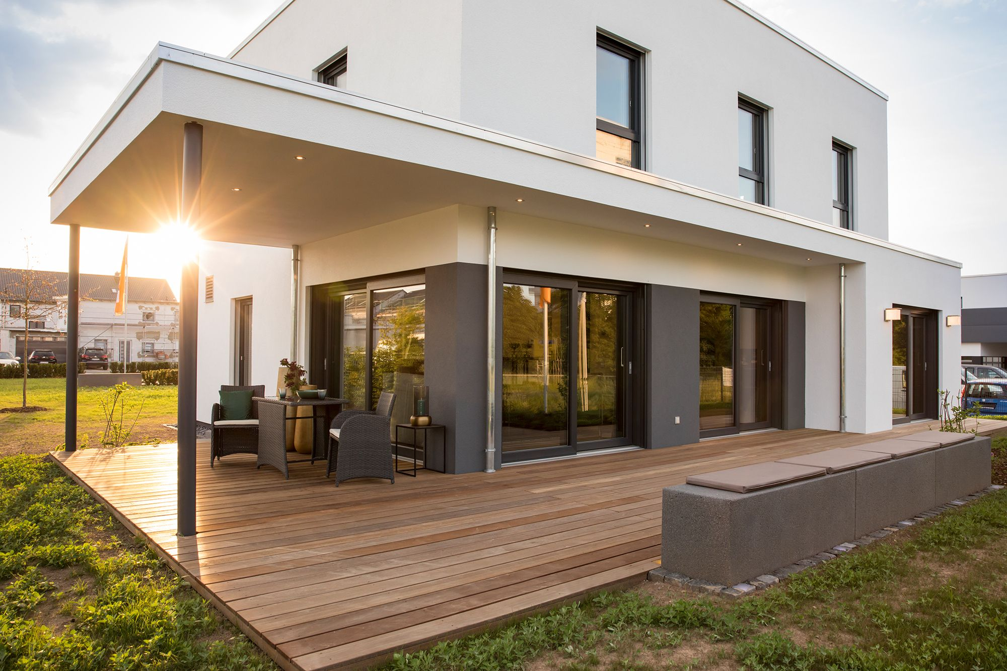 Moderne berdachung der terrasse terrasse und garten in for Modernes haus terrasse