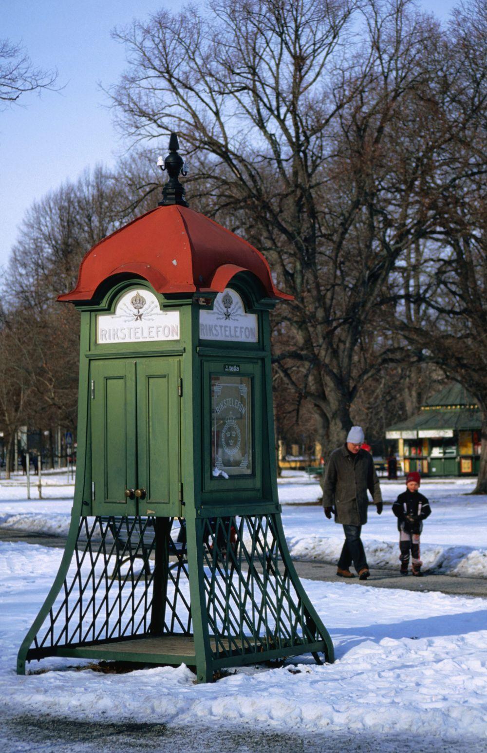 Old phone booth near Skansen openair museum. (mit Bildern