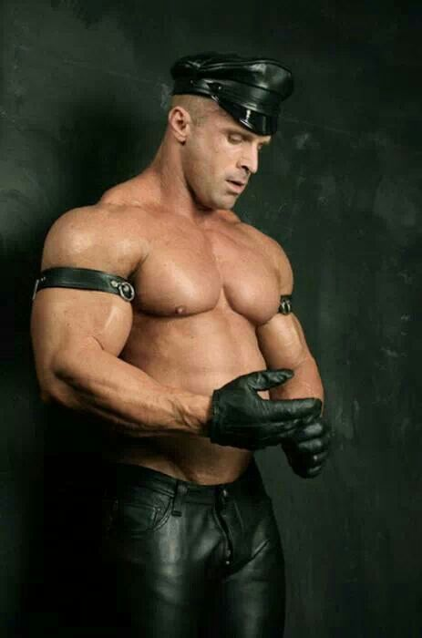 gay Violent bodybuilder