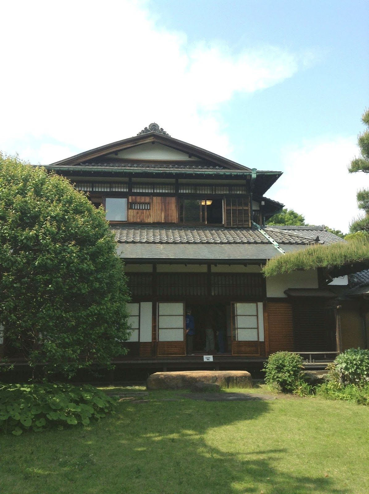 Architecture Stunning Japanese Green Garden And House With