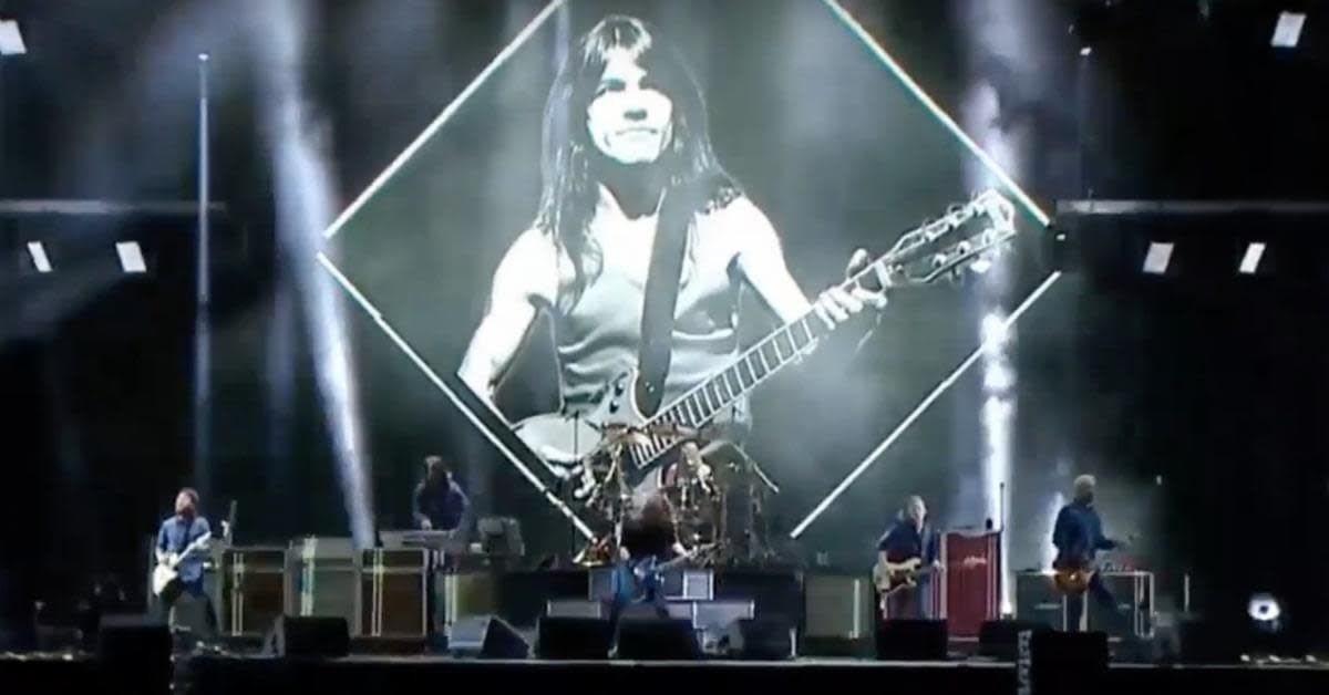 Watch Foo Fighters and Guns N\' Roses Rock Live Tributes to AC/DC ...