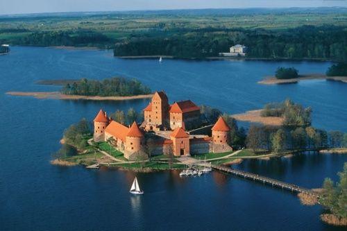 Chateau de Trakaï, lac Galve en Lituanie