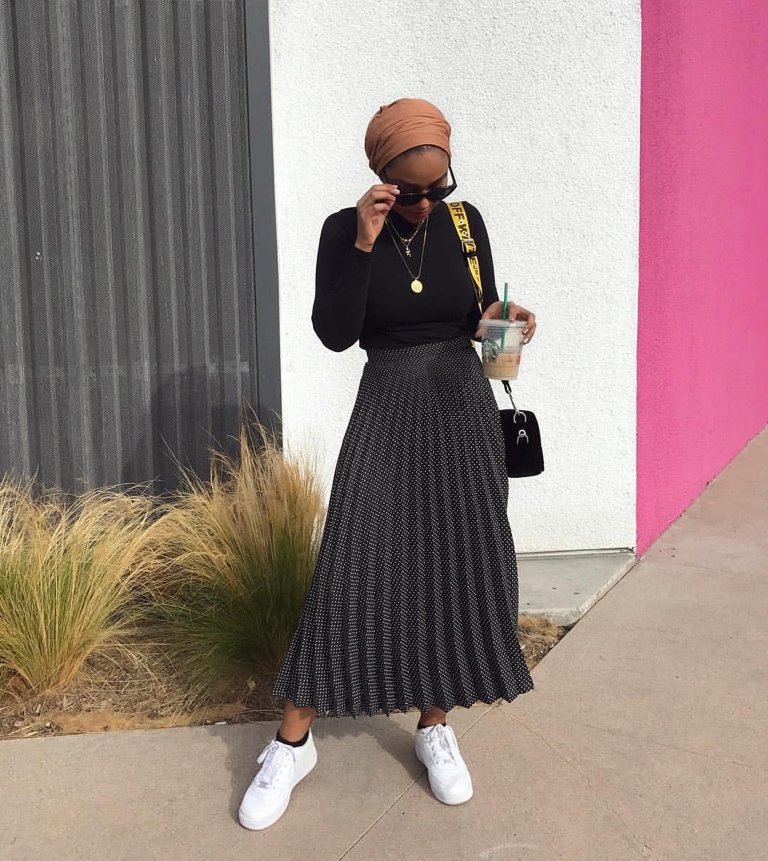 Modest look, jupe plissée noire tendance #modestfashion