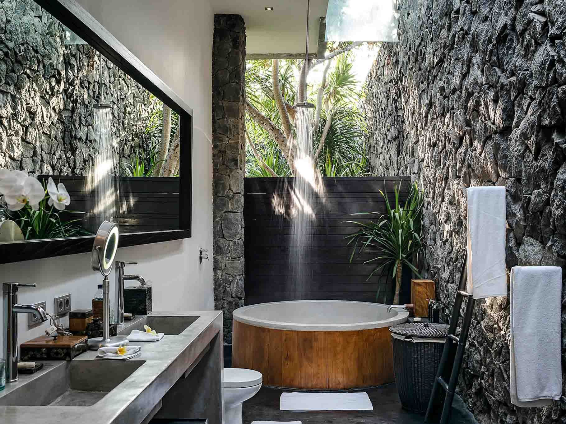 Villa Mana Affittabali Com Villas And Apartments For Rental In Bali Seminyak Kuta Canggu Ubud Outdoor Bathroom Design Outdoor Bathrooms Bali House Bali bathroom design ideas