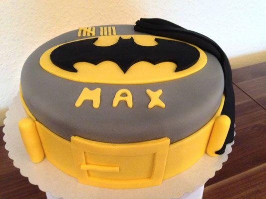 Batman Torte Carlottas Backwahn Torten In 2019 Kuchen Torten