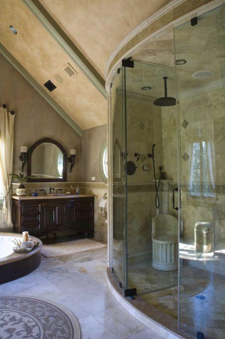 la salle de bain est tr s propre et de luxe la baignoire est grande maison pinterest. Black Bedroom Furniture Sets. Home Design Ideas