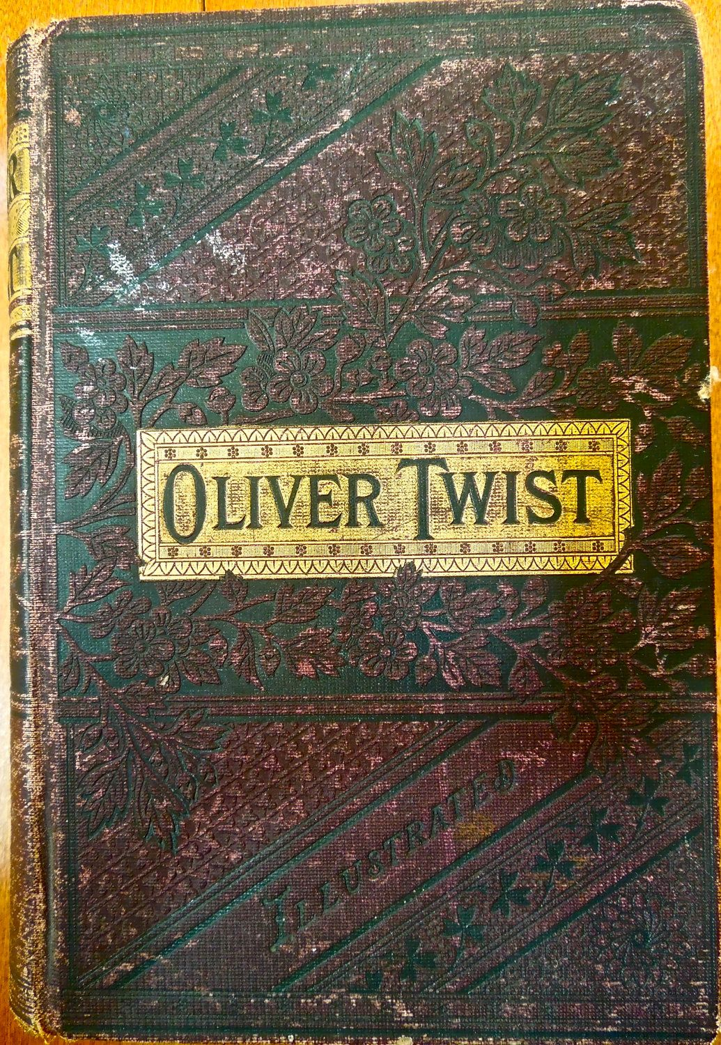 book analysis of oliver twist An analysis of oliver twist and oliver angela marie priley (bio) for this paper, i have chosen to write on the book oliver twist , by charles dickens, and the movie musical oliver .
