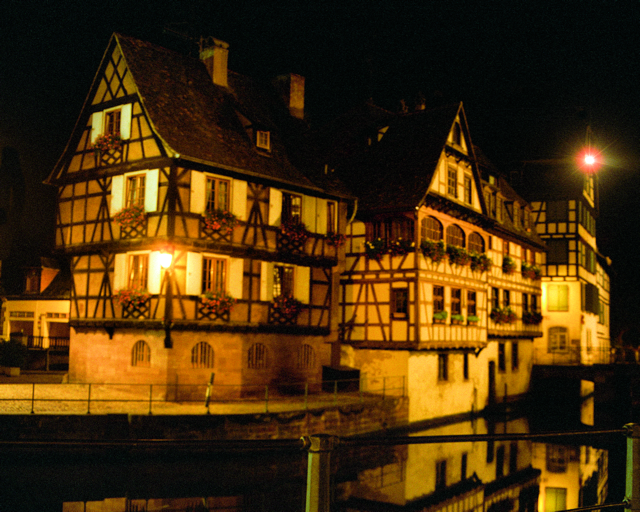 Le Petit France by night