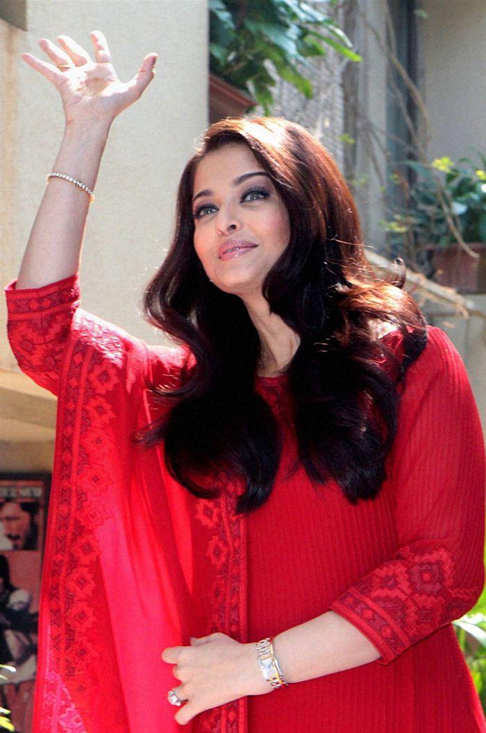 Aishwarya Rai Bachchan waving to her fans on her birthday