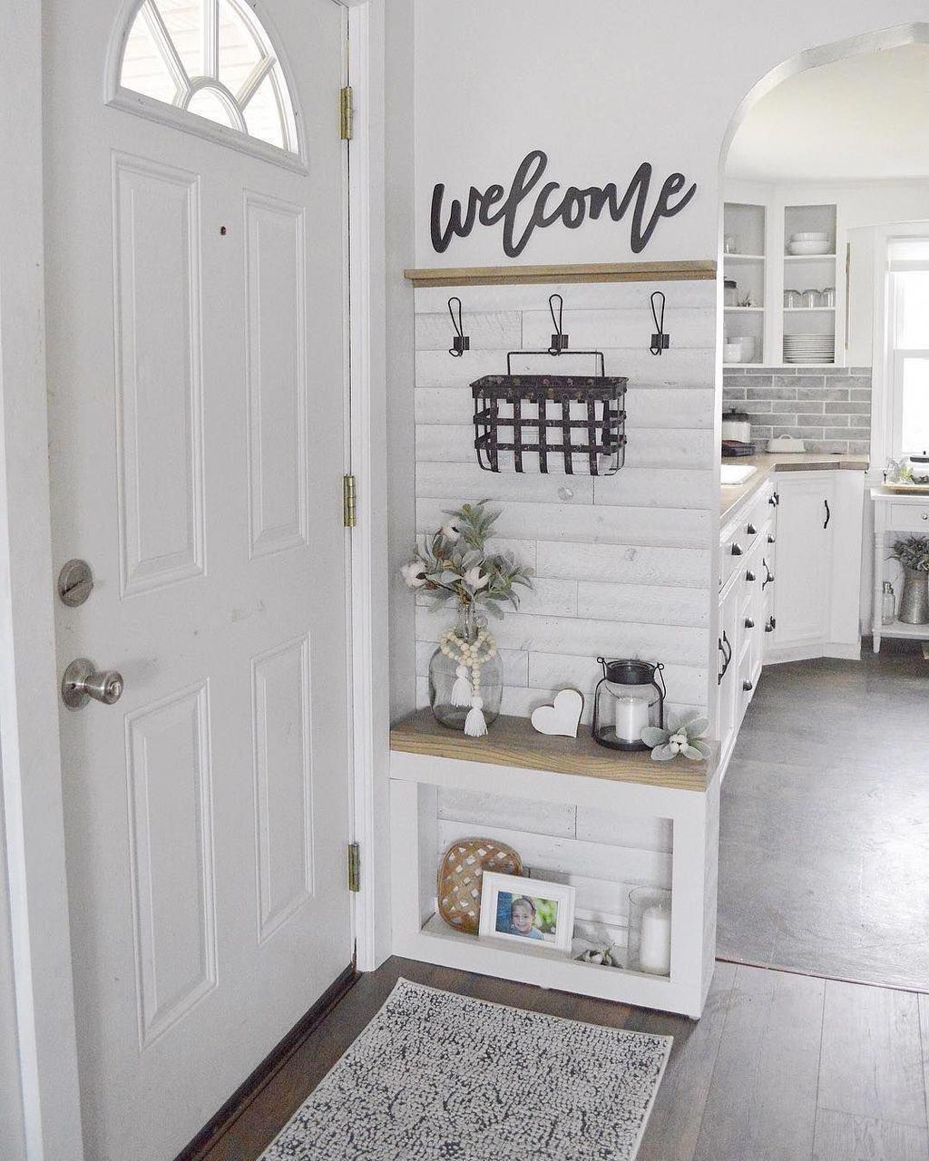 40 Stunning Farmhouse Entryway Decor Ideas Entrywaydecor Entryway Decor Small Small Decor Home Decor
