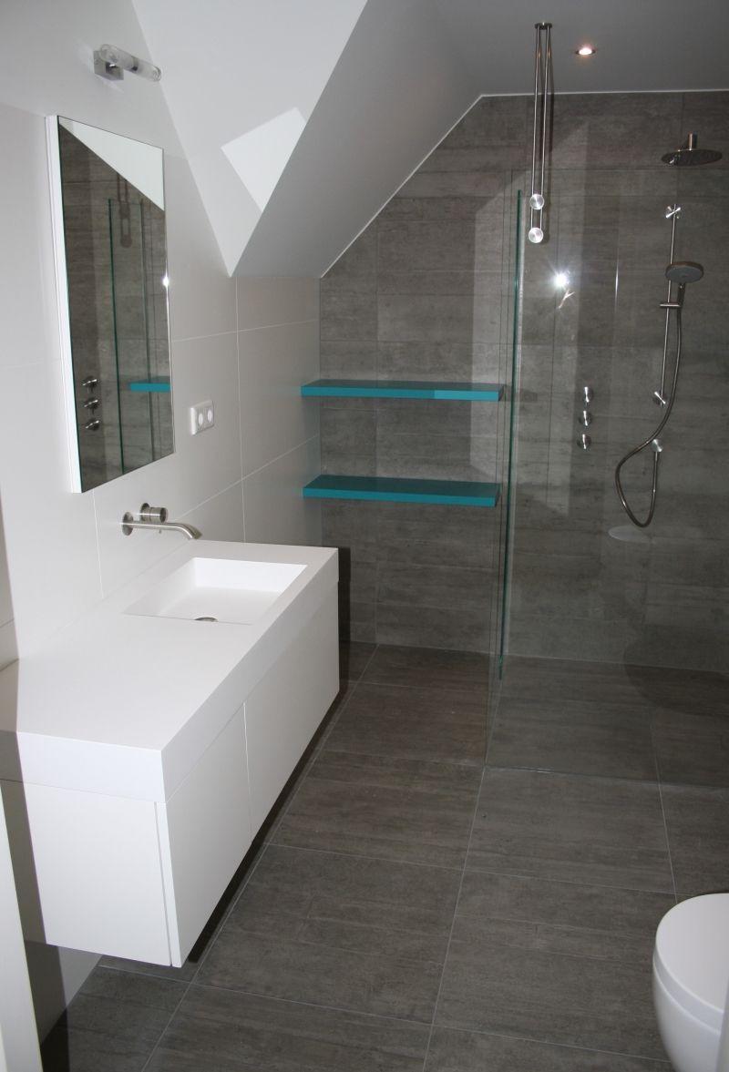 afbeeldingsresultaat voor badkamer schuine wand ideeen