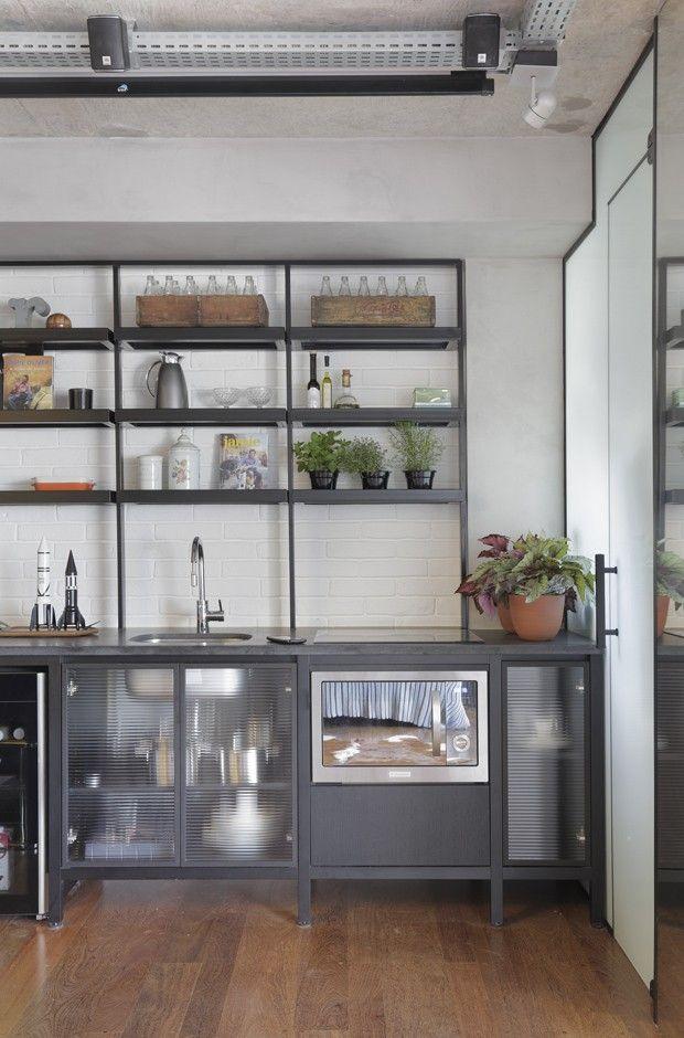 Décor do dia cozinha no estilo industrial com armários de vidro