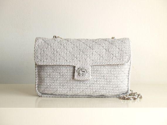 Bolso con pespuntes gris y plata de ganchillo / SILAYAYA - Artesanio