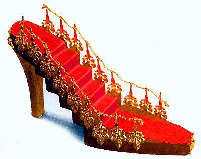 """sapatos com parte secreta   Sapatos """"Gata Borralheira"""", numa interpretação brilhantemente ..."""