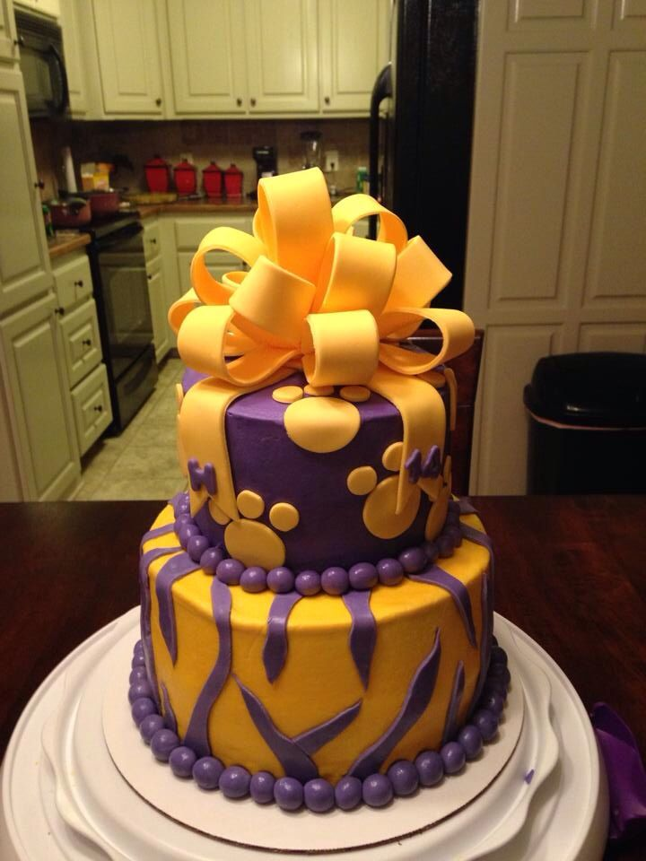 Awesome Lsu Cake I Want This Lsu Lsu Tigers Tiger Cake
