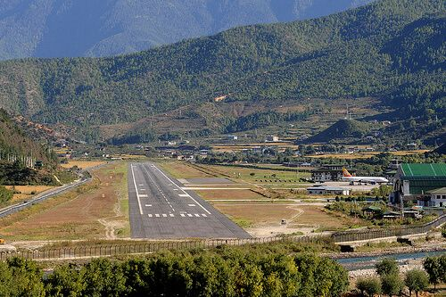 5 Most Extreme Airports In The World Bhutan Places To Visit Airport