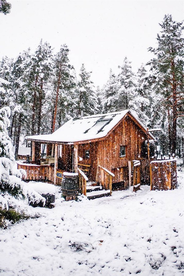 22 Must See Winter Cabins Deep In The Woods Deluxe Timber Winter Cabin Cabins In The Woods Cabin