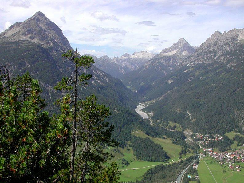 Lechtal - Stanzach-Elmen via Neerengrat  zicht op Klimmspitze en Hochvogel