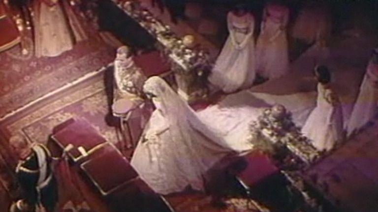 Sofía y Juan Carlos, una boda real (1962) 14 mayo 2002: 40 aniversario de la boda de los Reyes es un especial informativo de 29 minutos emitido en 2002 con un montaje de imágenes de archivo y entrevistas a personajes que vivieron el evento. Reconstruye detalladamente el enlace entre los entonces príncipes Juan Carlos de Borbón y Sofía de Grecia.