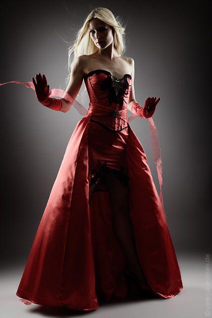 Ausgefallene Bühnenbekleidung und Designerabendmode   Hochzeit + ...