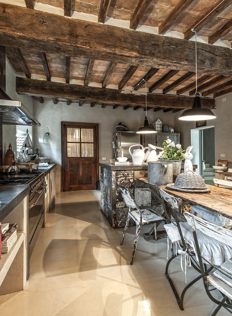 Une maison italienne familiale aux volumes hors normes et à la décoration chaleureuse - PLANETE DECO a homes world #amenagementmaison