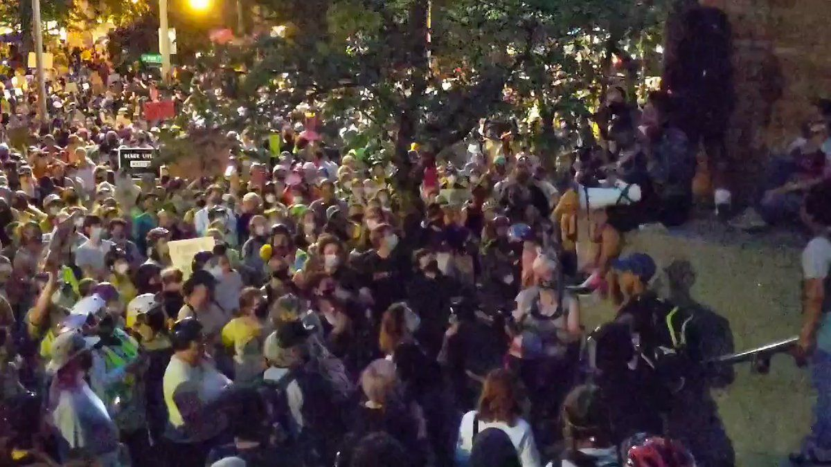 Mike Baker On Twitter The Protest Crowds In Portland Continue To Grow In Response To The Arrival Of The Feds There Go Fund Me Im Awesome Moment Of Silence