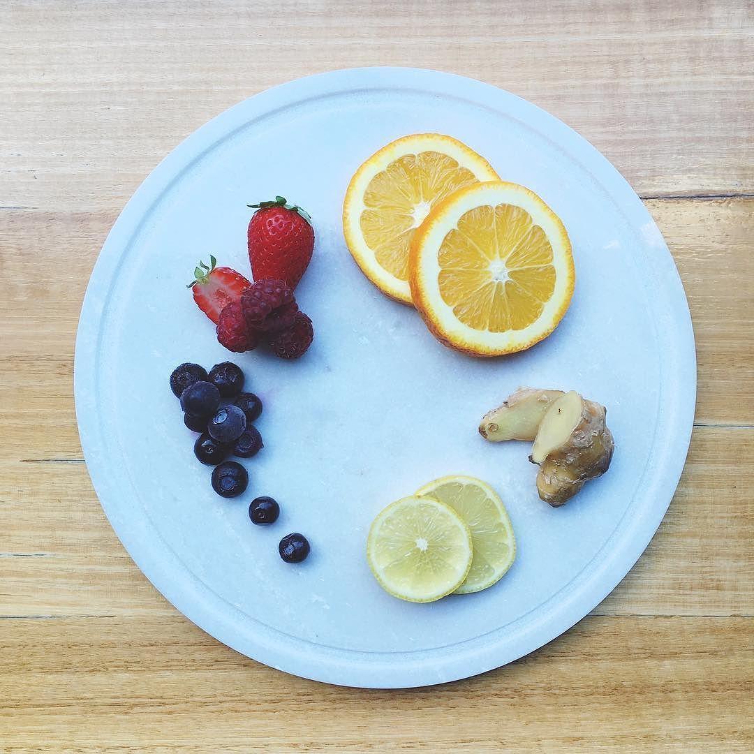 S U N S E T T E R  smOOthie | orange | lemon | berries | ginger #baristabakerbrewer #BBB #whiteowl #whiteowlcoffee #coffee #freshbeans #takeaway #takeawaycoffee #albury #NSW #alburycoffee #barista #espresso #brunch #breakfast #breaky #treat #alburycoffee #alburywodonga #coffeeroasting #riverina #smoothie #antioxidant #immunebooster #freshberries #nourish #healthyeating #healthyliving #health #fitspo #fruit by baristabakerbrewer