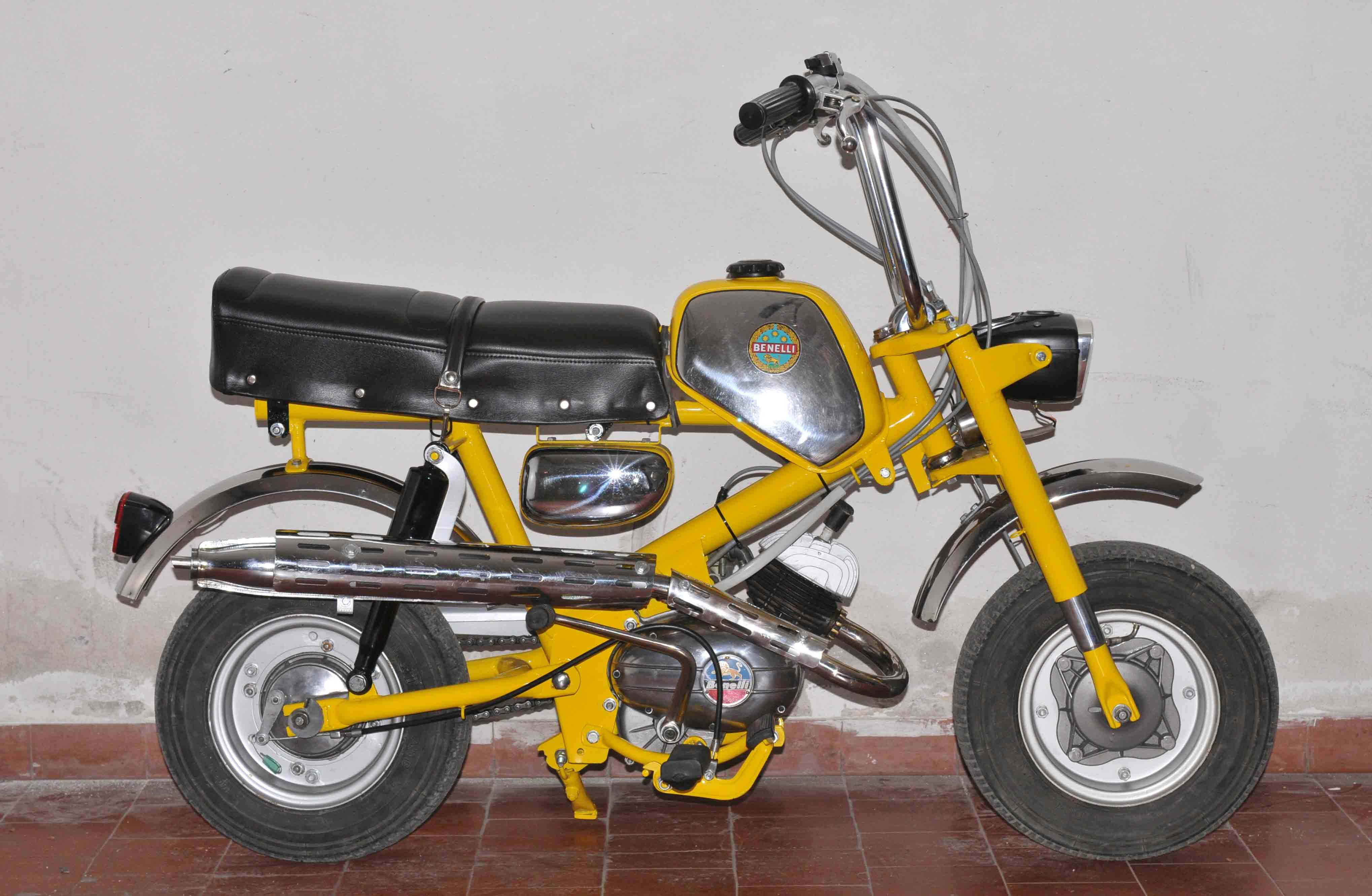 benelli mini bike the first bike for me to ride. Black Bedroom Furniture Sets. Home Design Ideas