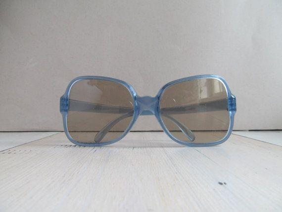 Hey, ho trovato questa fantastica inserzione di Etsy su https://www.etsy.com/it/listing/200212834/occhiali-da-sole-vintage-epoca-ussr