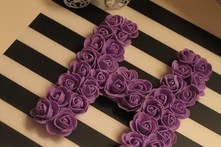 حروف بالورود بكل حب نصنعها لكم الورد صناعي الاحساء لخارج الاحساء عن طريق فيدكس للحجز واتساب فقط 0553813880 Lettering Alphabet Letter A Crafts Purple Love