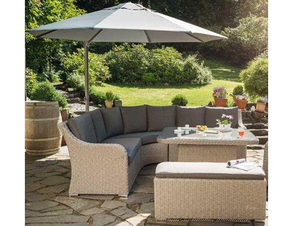 Pour Ceux Qui Aiment Recevoir Le Salon De Jardin Madrid De Kettler Peut Accueillir Une Dizaine De Patio Furniture Layout Patio Furniture Garden Furniture Sale