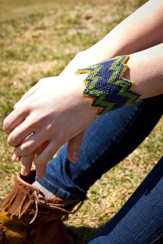 Micromacrame bracelet / Bracelet en par creationsmariposa sur Etsy, $33,00