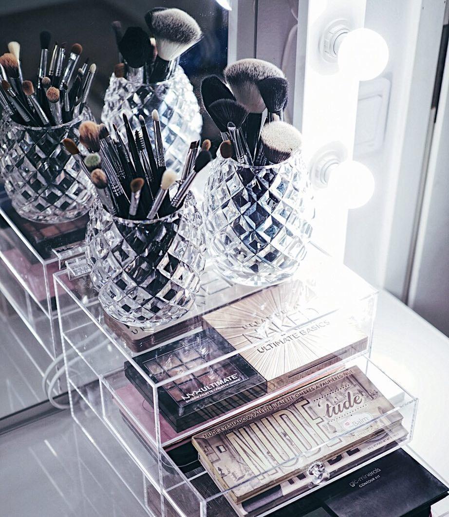 204 Tykkaysta 6 Kommenttia Makeup Lighting For Vanity Lamps4makeup Instagramissa Hello Girls Top Beauty Products Makeup Storage Hollywood Mirror