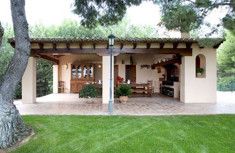 Open outdoor kitchen area spanish colonial style for Spanish style outdoor kitchen