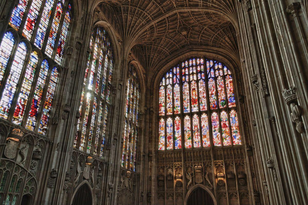 KING'S COLLEGE CHAPEL (CAMBRIDGE, REGNO UNITO) – Una sorprendente cappella tipica dello stile gotico inglese, costruita nel XV secolo. Ventisei i pannelli in vetro installati un secolo dopo su decisione del re Enrico VIII