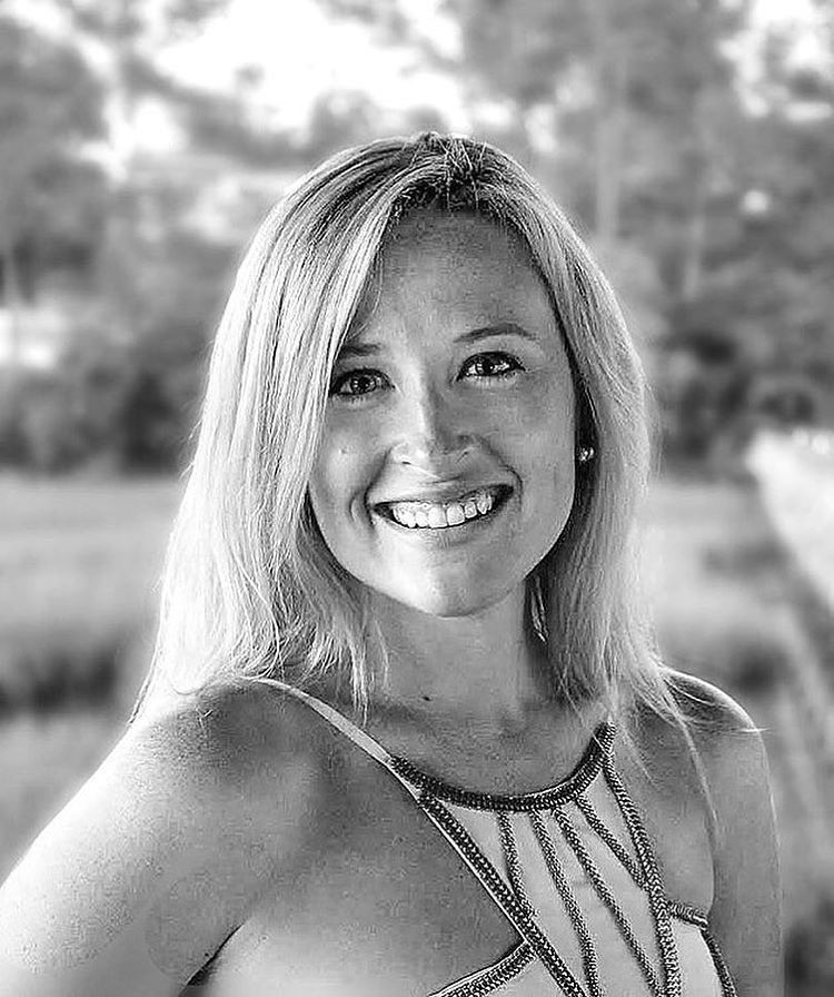 Everyone meet Corinne! She's our yoga and beach loving REALTOR/Broker. Read all about her on the blog now at jghomesinc.com/blog! Picture Credit: @jghomesinc Written By: @makatsaris Published By: @wix + @jghomesinc