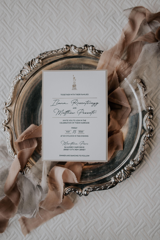 Elegant And Modern Nyc Wedding Invitation Nyc Wedding Wedding Invitations Gold Foil Wedding Invitations