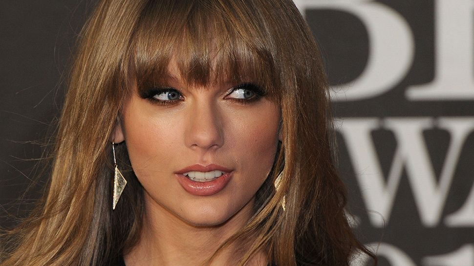 Light Brown Hair Style: Taylor Swift With Light Brown Hair