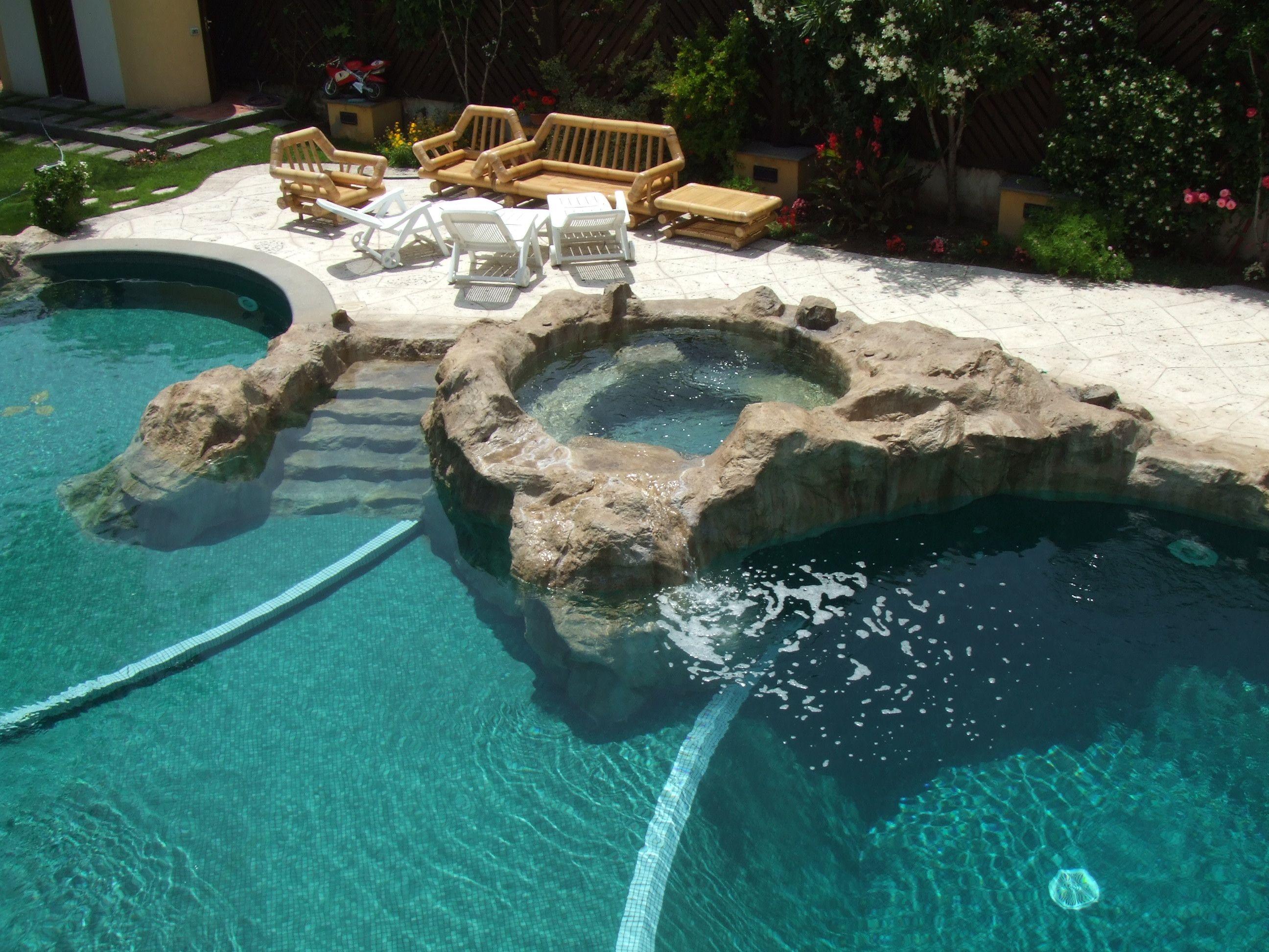 Piscina con jacuzzi piscinas pinterest arquitetura for Jacuzzi piscina exterior