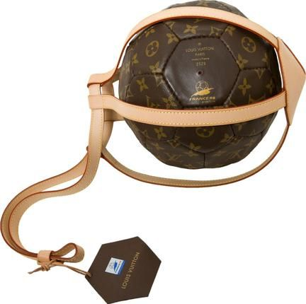 cb9e108e452 This Louis Vuitton s memorial ball is rare item of limited 3000 made for FIFA  World Cup in France 98.