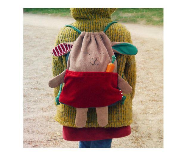 Der samtweiche Rucksack im Hasen-Look ist perfekt für Kita, Schule ...