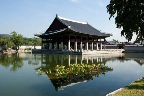 Seoul Photos at Frommer's - Gyeongbokgung is a royal palace in Northern Seoul, South Korea.