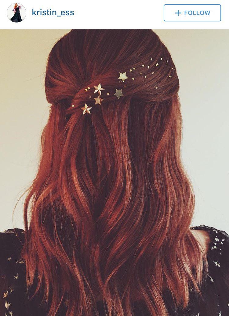 Stars in her hair by Kristen Ess ???? #holidayhair
