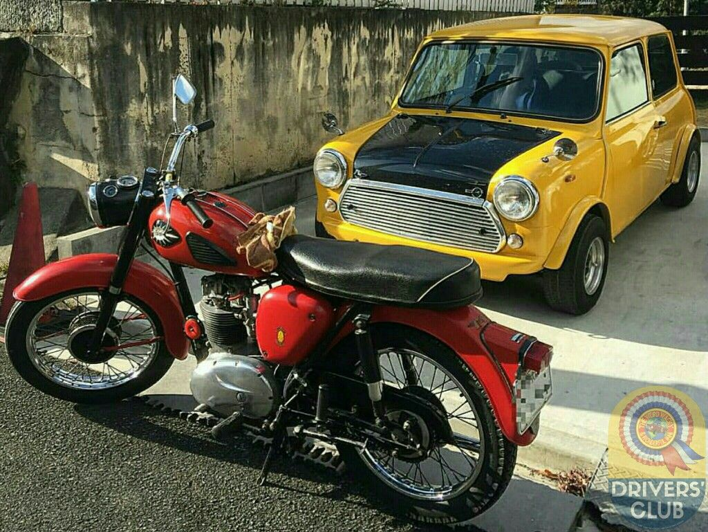 Keeping the iconic Mini n Motorbike theme going is this cool combo. Love the BSA, perfect partner to the Mini I reckon!