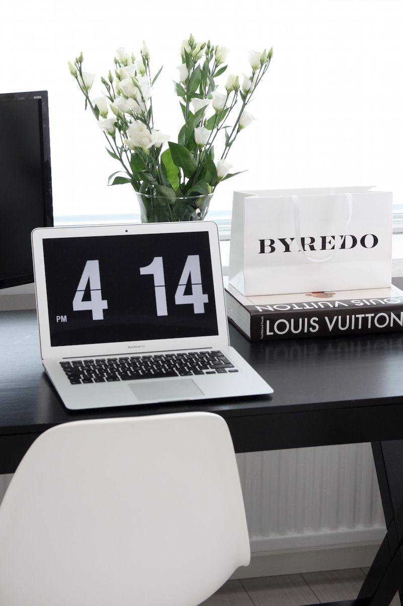 Homevialaura   Home office   work space in livingroom   Eames DSR   MacBook Air   black desk