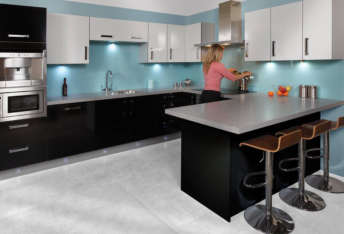Hirta Collection Contrasting Black And White Gloss Fitted Kitchen